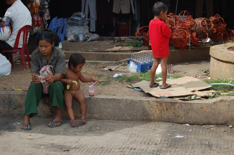 Naked kids are routinely seen in Phnom Penh.  Rich or poor, they have at least one thing in common - complete freedom!