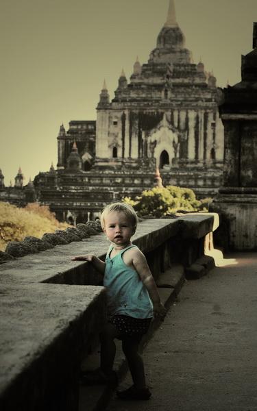 Aya tomb-raiding in Bagan