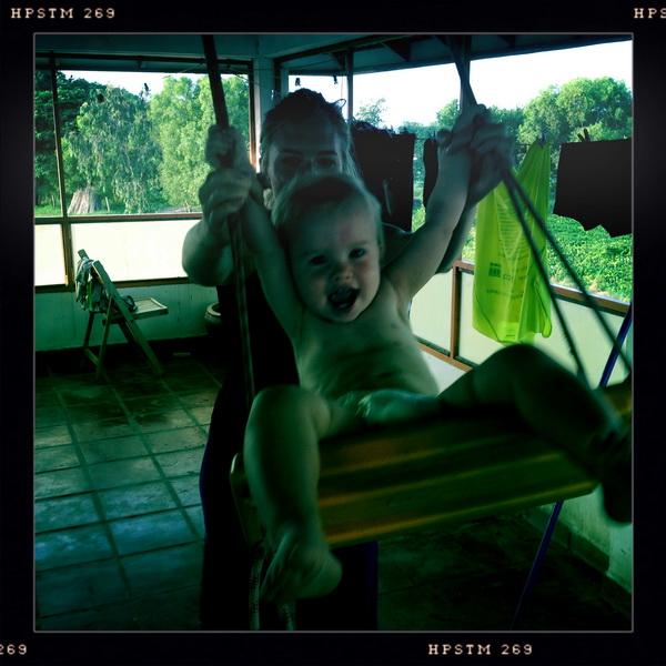 Aya swingin