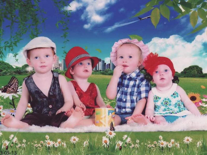 Cedar, Sam, Aya and Ezra picnicing