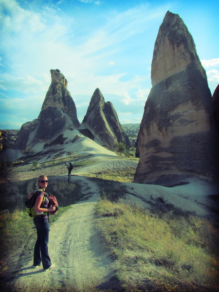 Hiking in the rose valley north of Goreme