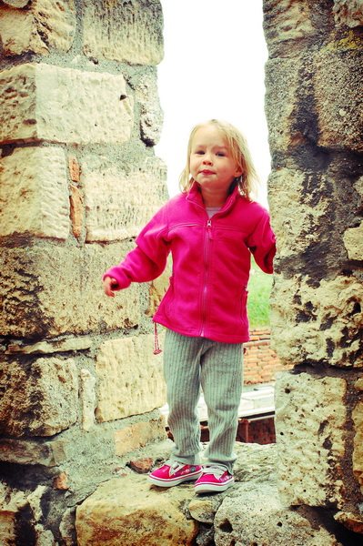 Aya climbing the walls of Belgrade Fortress