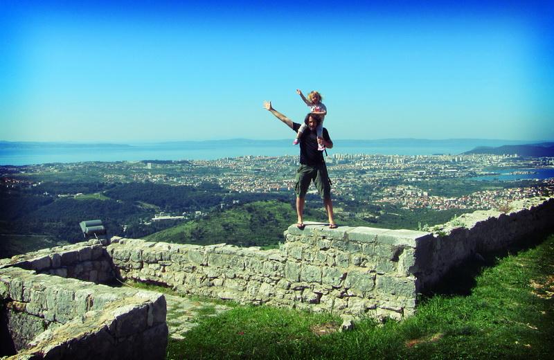 Aya + Steve atop Klis castle