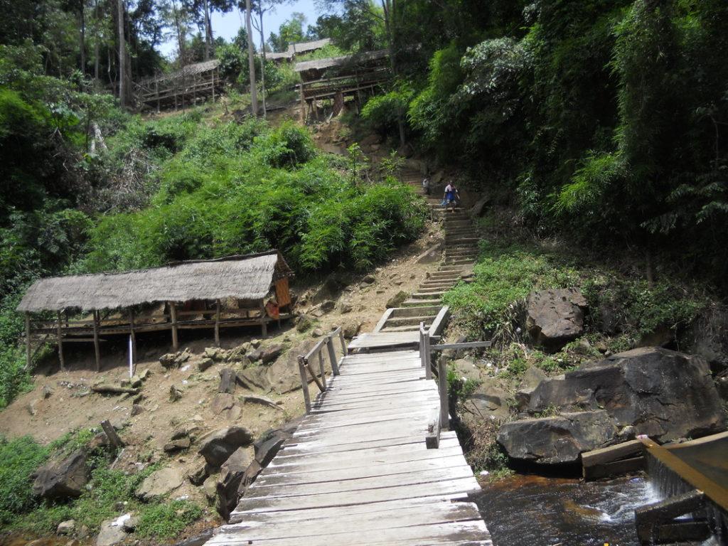 Walkway down to the Kirirom waterfall picnic area